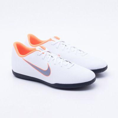 05afe65f66 Chuteira Futsal Nike MercurialX Vapor 12 Club IC Branco e Laranja ...